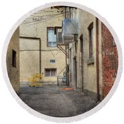 Back Alley Cityscape Round Beach Towel