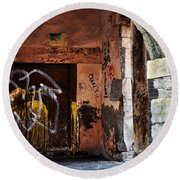 Back Alley In Leon Round Beach Towel