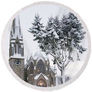 Ballater Church In Snow Round Beach Towel