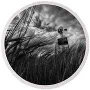 Barley And The Pump Mono Round Beach Towel