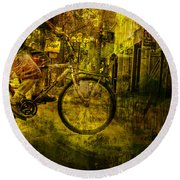 Bicyclist On The Move No. Ol4 Round Beach Towel