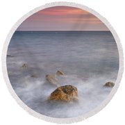 Big Rock Against The Waves Round Beach Towel