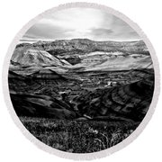 Black And White Painted Hills Round Beach Towel