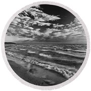 Black And White Shoreline Of Lake Round Beach Towel