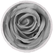 Black And White Spiral Rose Petals Round Beach Towel