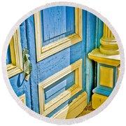 Blue And Yellow Door Round Beach Towel