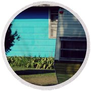 Blue Siding And Camper Round Beach Towel