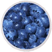 Blueberries With Waterdrops Round Beach Towel