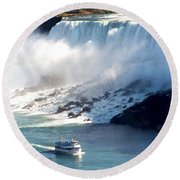 Boat On Niagara Falls Round Beach Towel