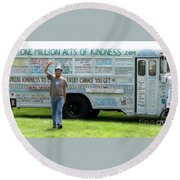 Bob And The Kindness Bus Round Beach Towel