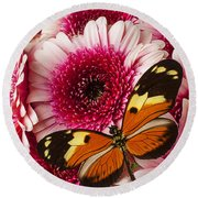 Butterfly On Pink Mum Round Beach Towel