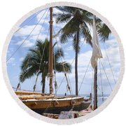 Canoes At Hui O Waa Lahaina Maui Hawaii Round Beach Towel