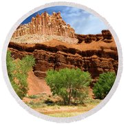Castle In The Capitol Round Beach Towel