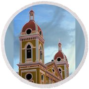 Cathedral On The Square 2 Round Beach Towel