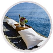 Champagne With Two Pillows Round Beach Towel