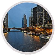 Chicago River At Twilight Round Beach Towel