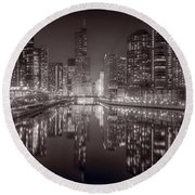 Chicago River East Bw Round Beach Towel