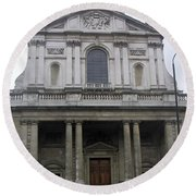 Close Up Of A Classical Architecture Of A Building In London Round Beach Towel