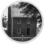 Clover Hill Tavern Guesthouse Bw Round Beach Towel