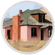 Colorful Abandoned Home In Dying Farm Town Round Beach Towel