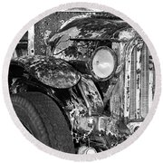 Colorful Vintage Car In Black And White Round Beach Towel