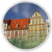 Colourful Buildings And Fountain Round Beach Towel