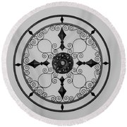 Compass In Black And White Round Beach Towel