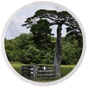 Confederate Grave Of Lafayette Meeks Appomattox Virginia Round Beach Towel by Teresa Mucha