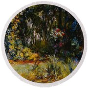 Corner Of A Pond With Waterlilies Round Beach Towel
