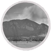 Country View Of The Flagstaff Fire Panorama Bw Round Beach Towel