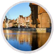 Crane In The Old Town Of Gdansk Round Beach Towel