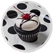 Cupcake With Cherry Round Beach Towel