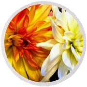 Dahlia Days Round Beach Towel