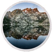Dawn At Upper Sardine Lake Round Beach Towel