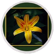 Day Lilly Round Beach Towel