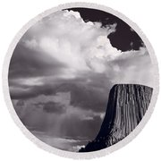 Devils Tower Wyoming Bw Round Beach Towel