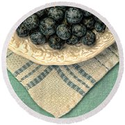 Dish Of Fresh Blueberries Round Beach Towel