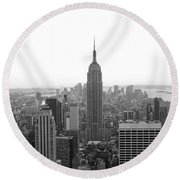 Empire State Building In Black And White Round Beach Towel