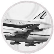 Enterprise Shuttle Nyc -black And White  Round Beach Towel