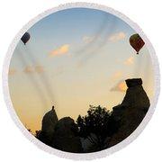 Fairy Chimneys And Balloons Round Beach Towel