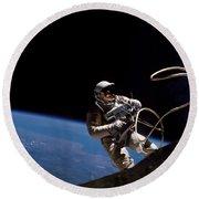 First U.s. Spacewalk Round Beach Towel