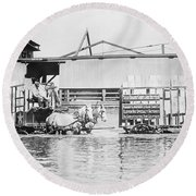 Flooding On The Mississippi River, 1909 Round Beach Towel
