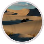 Form And Light At Death Valley Round Beach Towel
