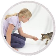 Girl Feeding Kitten From A Spoon Round Beach Towel