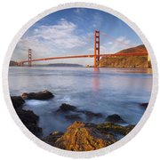 Golden Gate At Dawn Round Beach Towel
