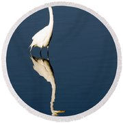 Great Egret Reflected Round Beach Towel
