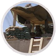 Guards From The United Arab Emirates Round Beach Towel