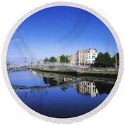 Hapenny Bridge, River Liffey, Dublin Round Beach Towel