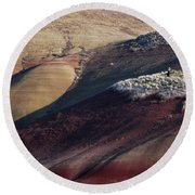 Hiking In The Painted Hills Round Beach Towel