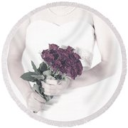 Lady With Roses Round Beach Towel